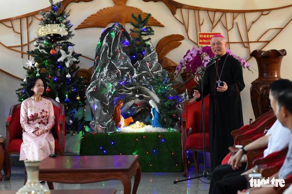 Trưởng Ban Dân vận trung ương thăm, chúc mừng Giáng sinh Tòa giám mục Xuân Lộc - Ảnh 2.