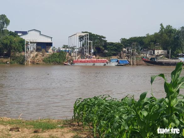 Một doanh nghiệp bị tố được ưu ái sang Campuchia lấy hàng trực tiếp giữa dịch COVID-19 - Ảnh 1.