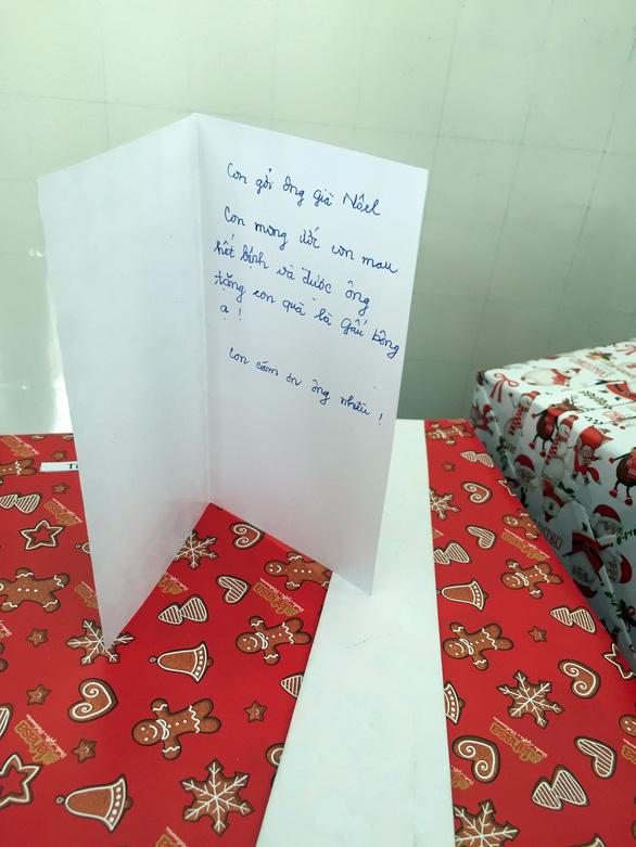 Giáng sinh mang điều bất ngờ đến với bệnh nhi - Ảnh 5.