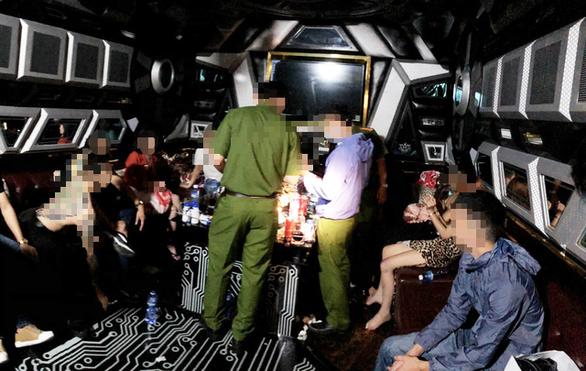 Lại phát hiện hàng chục người phê ma túy tại karaoke Victory ở Bình Tân - Ảnh 1.