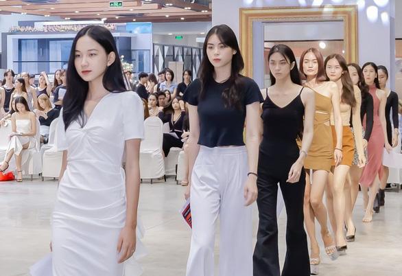 Lễ hội thời trang quốc tế: không chỉ có thời trang - Ảnh 1.