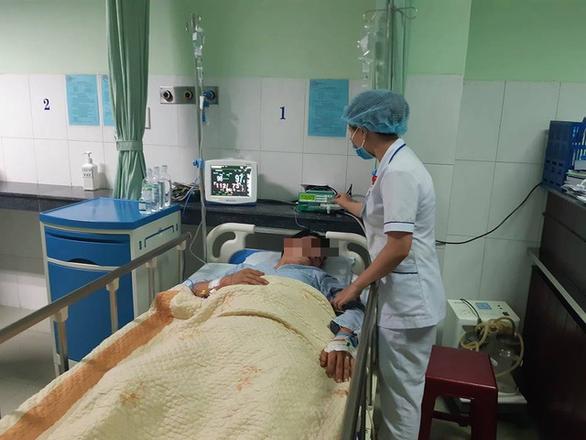 Trúng đạn lạc giữa đường, người đàn ông bị đứt cả động mạch và tĩnh mạch - Ảnh 1.