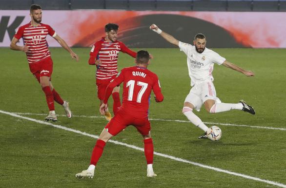 Đánh bại Granada, Real Madrid tiếp tục bằng điểm Atletico Madrid - Ảnh 3.