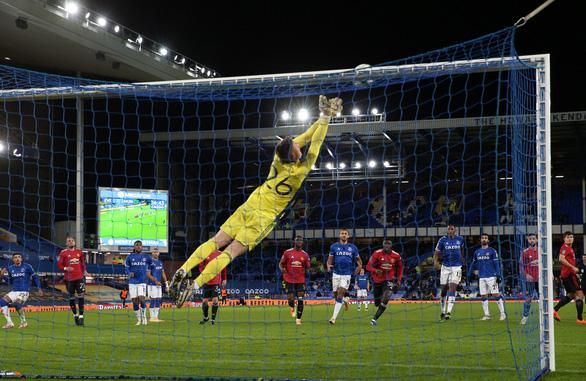 Bùng nổ những phút cuối, Man Utd đánh bại Everton và đi tiếp ở Cúp Liên đoàn - Ảnh 2.
