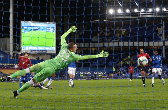 Bùng nổ những phút cuối, Man Utd đánh bại Everton và đi tiếp ở Cúp Liên đoàn - Ảnh 4.