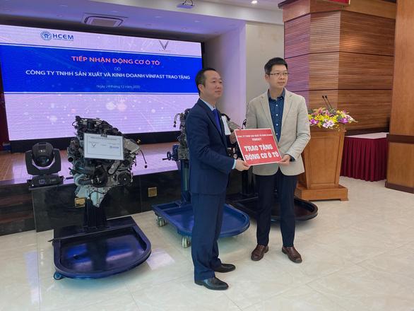 Trường cao đẳng Cơ điện Hà Nội tiếp nhận 3 động cơ ôtô của Vinfast - Ảnh 1.