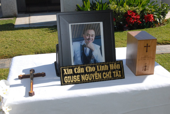 Tro cốt cố nghệ sĩ Chí Tài đã an vị tại nghĩa trang Holy Sepulcher Cemetery - Ảnh 3.