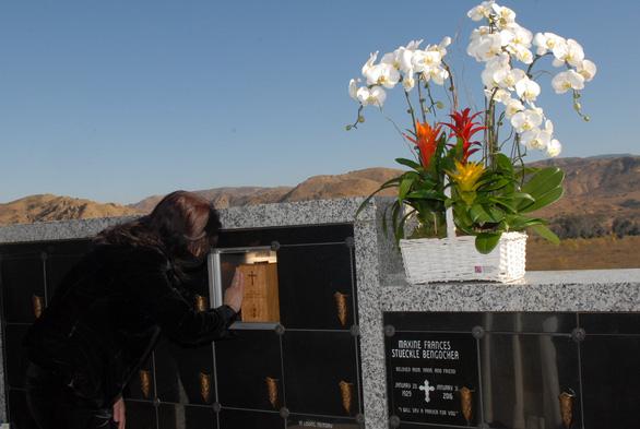 Tro cốt cố nghệ sĩ Chí Tài đã an vị tại nghĩa trang Holy Sepulcher Cemetery - Ảnh 6.