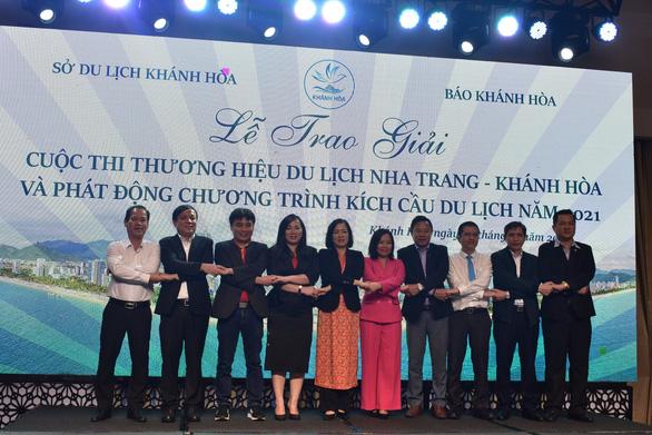 Khánh Hòa phát động chương trình kích cầu du lịch 2021 và bộ nhận diện logo, slogan mới - Ảnh 2.