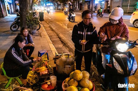 Đêm Noel nhiệt độ khá thấp, khuyến cáo người dân ra đường nên giữ ấm - Ảnh 1.
