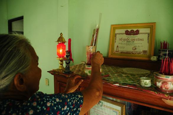 Phía sau những cuộc trùng phùng đặc biệt - Kỳ 1: Gặp lại người cô trên bàn thờ - Ảnh 1.