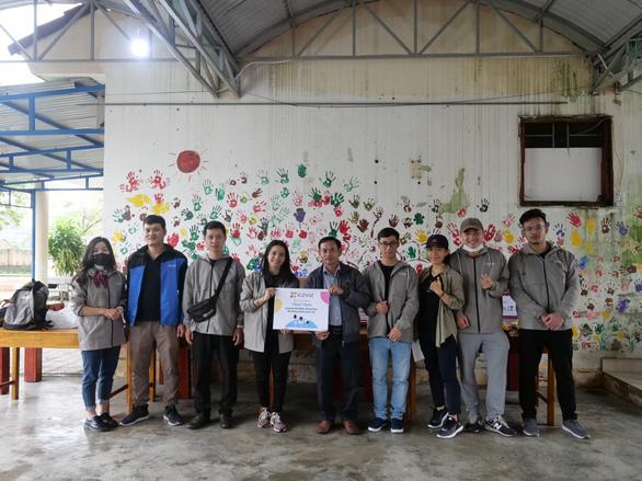 EZVIZ trao quà cho các em nhỏ làng trẻ Hòa Bình và Thiện Nhân - Ảnh 1.