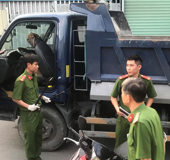 Bị tạt đầu, tài xế xe tải chặn và đánh chết tại chỗ người chạy xe máy - Ảnh 1.