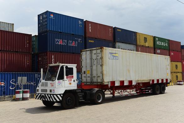Nhập khẩu cũng sống dở chết dở với giá thuê container leo thang chóng mặt - Ảnh 1.