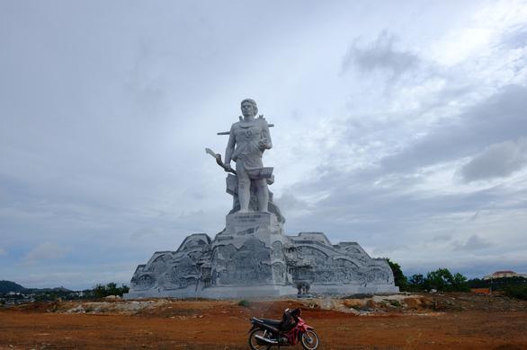 Đắk Nông hoàn thành công trình tượng đài N'Trang Lơng 167 tỉ đồng - Ảnh 2.