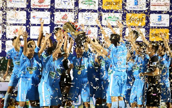 Điểm tin thể thao tối 25-12: CĐV đội mưa xem Bình Định đá giao hữu, ĐH Cần Thơ vô địch SV-League - Ảnh 1.