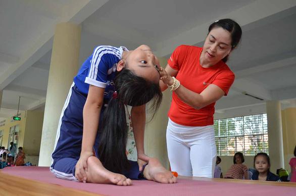 lop yoga mien phi cua co nhanh