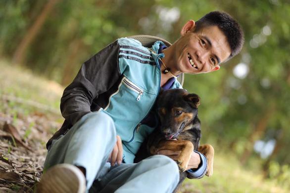 Chàng chăn bò Việt Nam được nhiều ngôi sao Mỹ chia sẻ: Từng mong sống đến 30 tuổi - Ảnh 1.