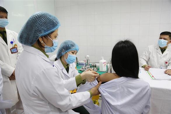 Tiếp tục tiêm thử vắc xin COVID-19 của Việt Nam nhóm liều 50mcg - Ảnh 1.