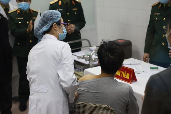 Tiếp tục tiêm thử vắc xin COVID-19 của Việt Nam nhóm liều 50mcg - Ảnh 6.