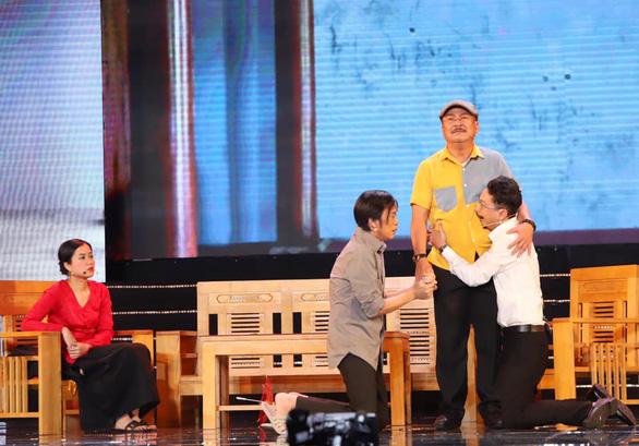 Hoàng Sơn diễn vai cuối thay nghệ sĩ Chí Tài, Hoài Linh cúi đầu cảm tạ - Ảnh 2.