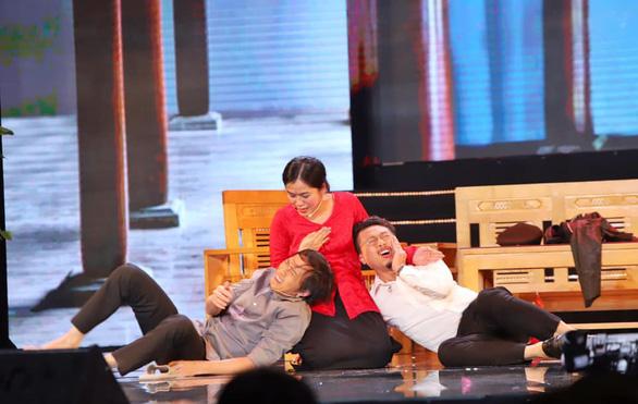 Hoàng Sơn diễn vai cuối thay nghệ sĩ Chí Tài, Hoài Linh cúi đầu cảm tạ - Ảnh 3.