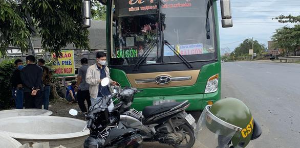Phú Yên xét nghiệm: 16/17 người trên xe chở 9 người Trung Quốc đều âm tính COVID-19 - Ảnh 1.