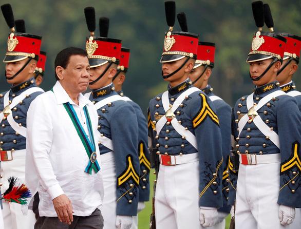Philippines tiêm vắc xin COVID-19 chưa cấp phép cho một số bộ trưởng - Ảnh 1.