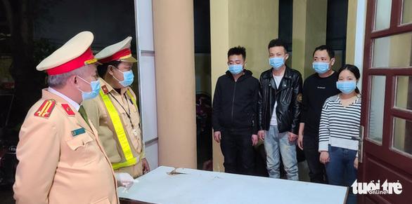 Thưởng nóng CSGT phát hiện 2 vụ người Trung Quốc nhập cảnh trái phép - Ảnh 2.