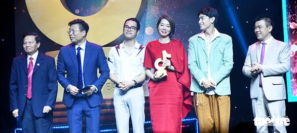 Chàng trai chăn bò Sô Y Tiết nhận giải truyền cảm hứng Tik Tok Awards - Ảnh 8.