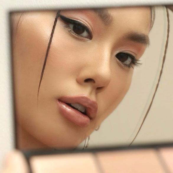 Cô gái con nhà giàu Việt Nam vào top 100 gương mặt đẹp nhất thế giới - Ảnh 2.