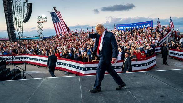 2020 - năm đáng quên với ông Trump - Ảnh 2.