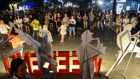 Cấm xe đường Nguyễn Huệ để tổ chức chương trình nghệ thuật mừng năm mới và TP Thủ Đức - Ảnh 1.