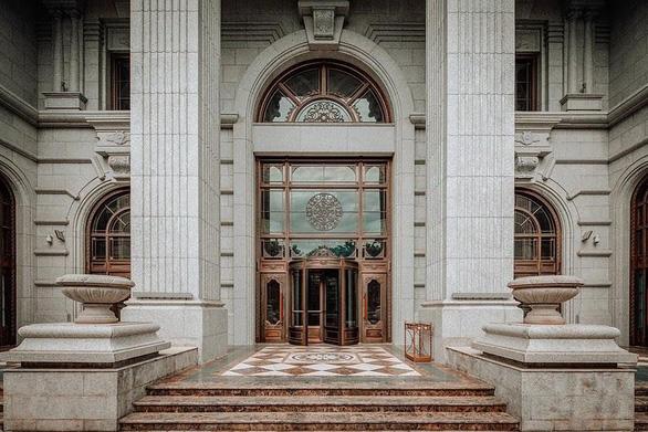 Hơn 10 năm kiến tạo cung điện đá D. Palais Louis không hề phí hoài - Ảnh 1.