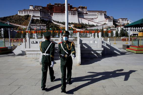 Ông Trump ký luật trừng phạt Bắc Kinh nếu tự chọn người kế vị Dalai Lama - Ảnh 1.