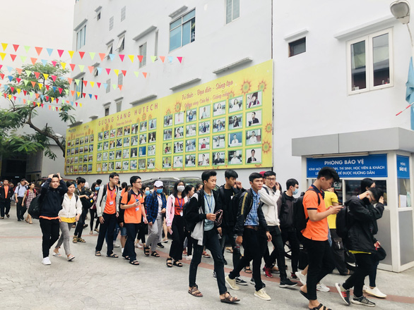 Đã có gần 170.000 học sinh, sinh viên TP.HCM nghỉ học vì 4 ca COVID-19 - Ảnh 1.
