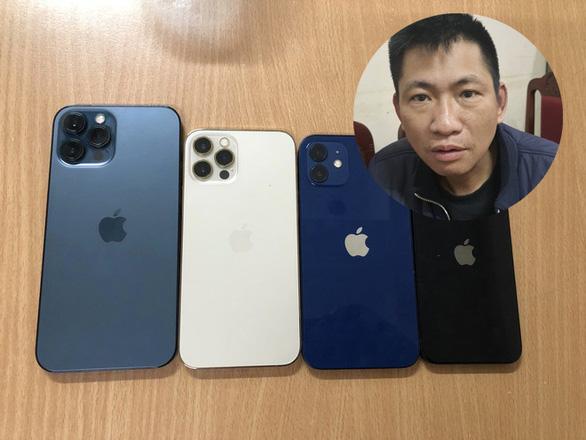Người đàn ông cầm dao vào cửa hàng FPT cướp 4 chiếc iPhone 12 - Ảnh 1.