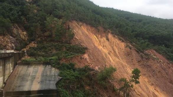Sạt lở khoảng 5.000m3 đất gần đập thủy điện Hương Điền - Ảnh 2.