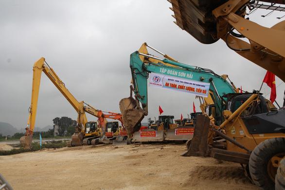 Kiến nghị chuyển hai dự án PPP cao tốc Bắc - Nam sang đầu tư công - Ảnh 1.
