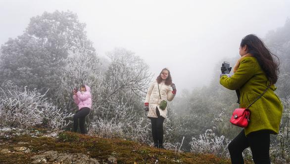Không khí lạnh tăng cường, vùng núi phía Bắc có thể xuất hiện băng giá - Ảnh 1.