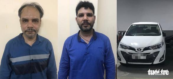 Bắt hai người Pakistan cướp giật táo tợn ở TP.HCM - Ảnh 1.