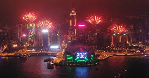 Hong Kong lần đầu tổ chức đón giao thừa trực tuyến - Ảnh 2.