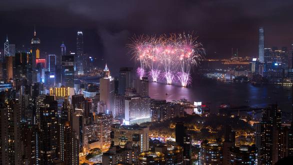 Hong Kong lần đầu tổ chức đón giao thừa trực tuyến - Ảnh 1.