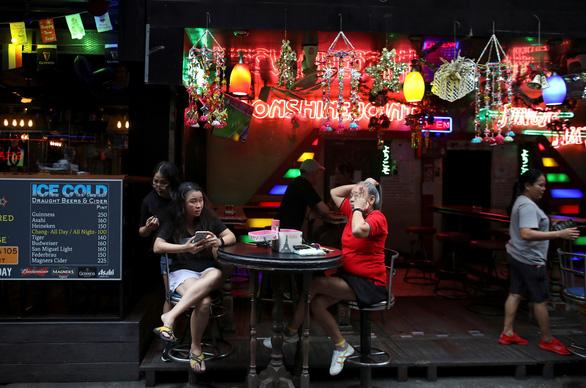 Thái Lan phạt nặng việc tụ tập đông người dịp năm mới - Ảnh 1.