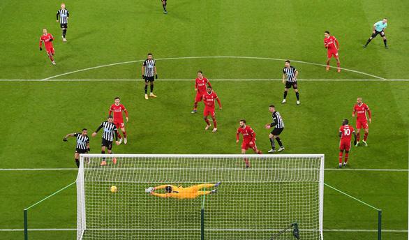 Dứt điểm kém, Liverpool bị Newcastle cầm chân - Ảnh 3.