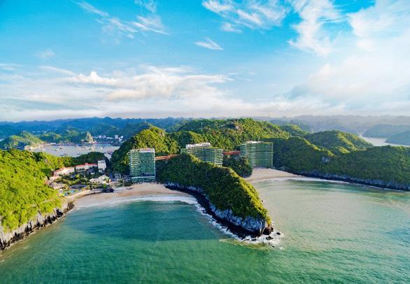 Kỳ quan đánh thức giác quan bên vịnh biển đẹp nhất thế giới - Ảnh 1.
