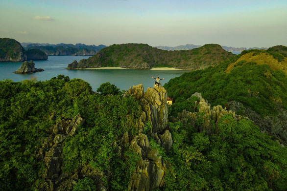 Kỳ quan đánh thức giác quan bên vịnh biển đẹp nhất thế giới - Ảnh 3.