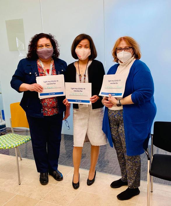 Nhân viên y tế người Việt ở Mỹ tin tưởng về hiệu quả của vắc xin COVID-19 - Ảnh 2.