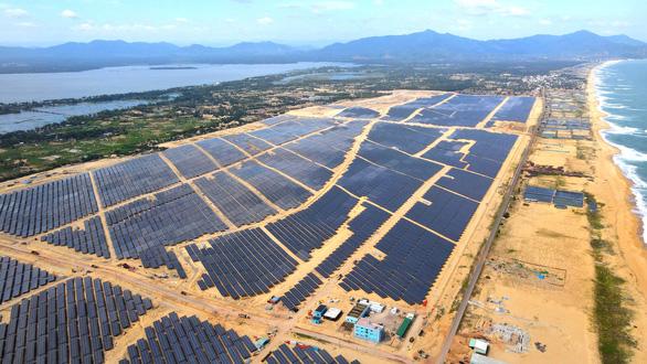 Nhà máy điện mặt trời lớn nhất tỉnh Bình Định hòa lưới vào phút chót - Ảnh 1.