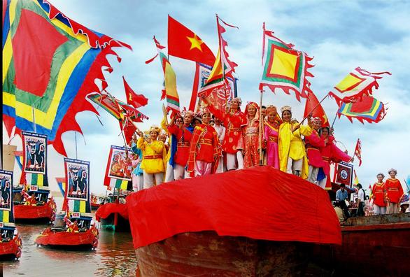 Những đặc trưng lễ hội độc đáo chỉ có tại miền Trung - Ảnh 1.